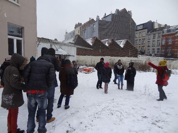 Participants sur le terrain rue Vandenpeereboom